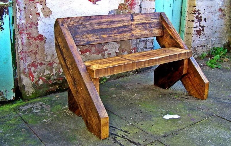 Скамья деревянная